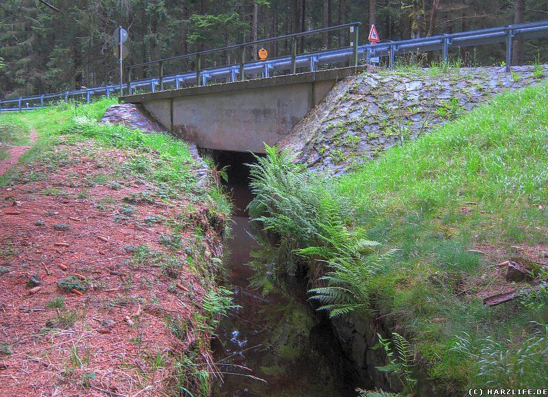 Brücke der Bundesstraße 498 über den Dammgraben