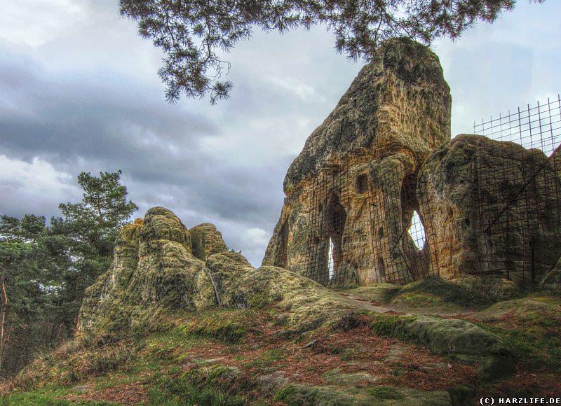 Blick von Norden auf die Kapelle im Klusfelsen