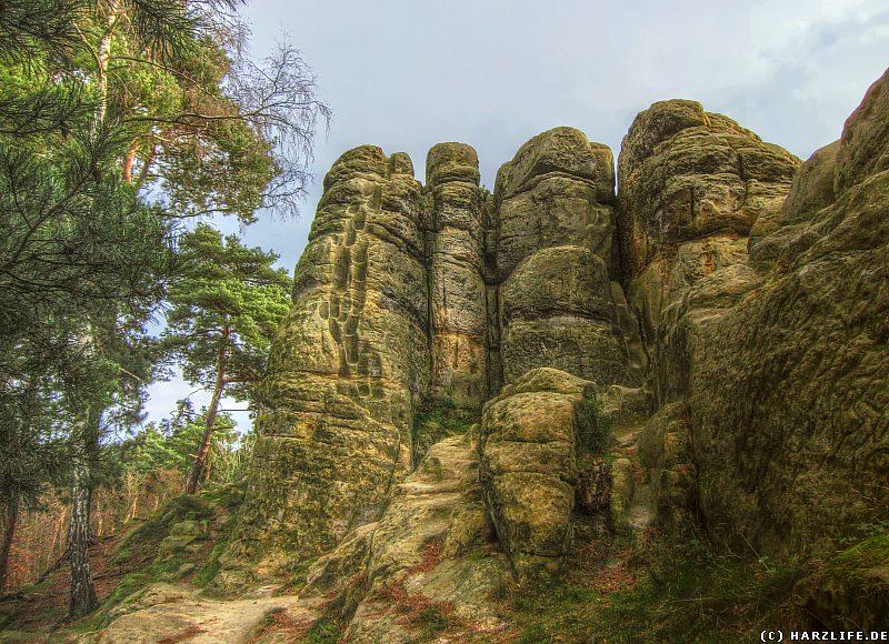 Klusfelsen - Westseite des Hauptfelsens mit Stufen