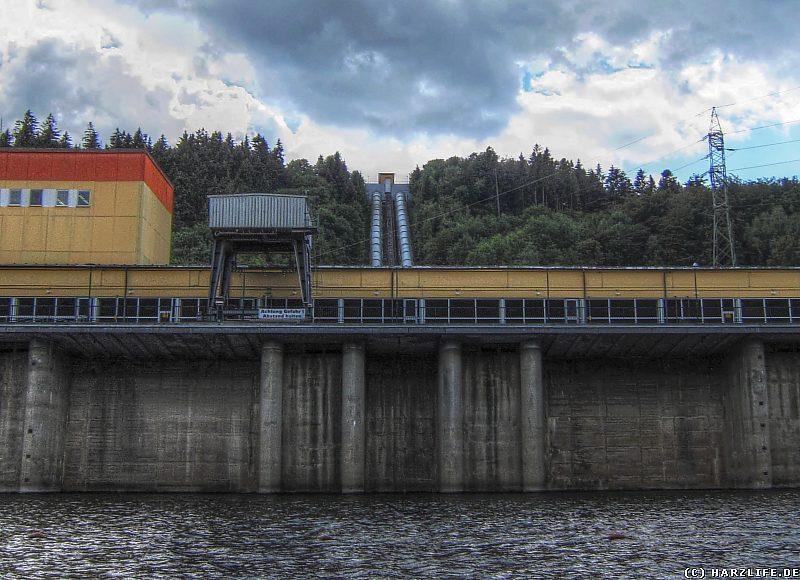Das Pumpspeicherkraftwerk Wendefurth mit Hauptgebäude und Fallrohren