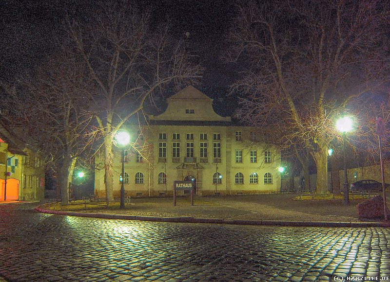 Das Neue Rathaus von Ballenstedt bei Nacht
