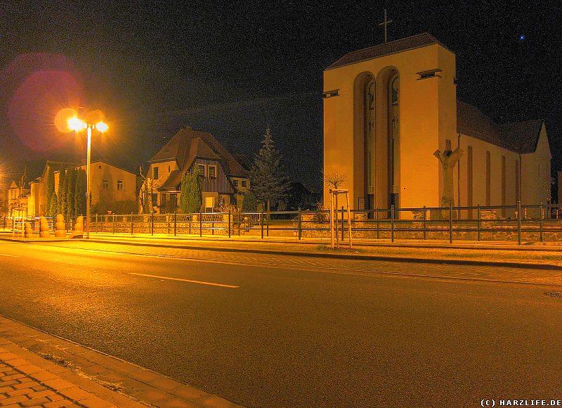 Die Katholische Kirche ''St. Elisabeth'' und das Kunstwerk ''Eiserne Hand''