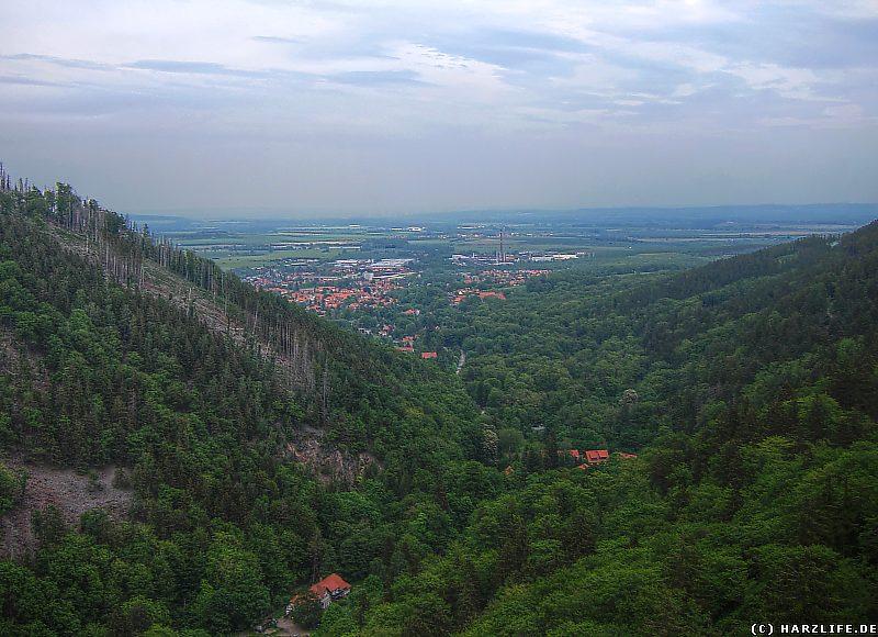 Blick vom Ilsestein auf Ilsenburg am Ausgang des Ilsetals
