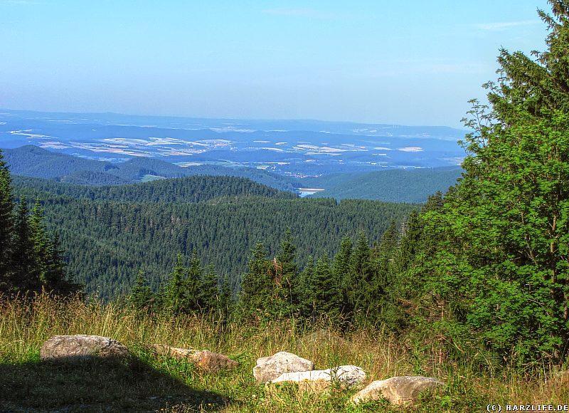 Herrliche Fernsicht an der Magdeburger Hütte im Harz