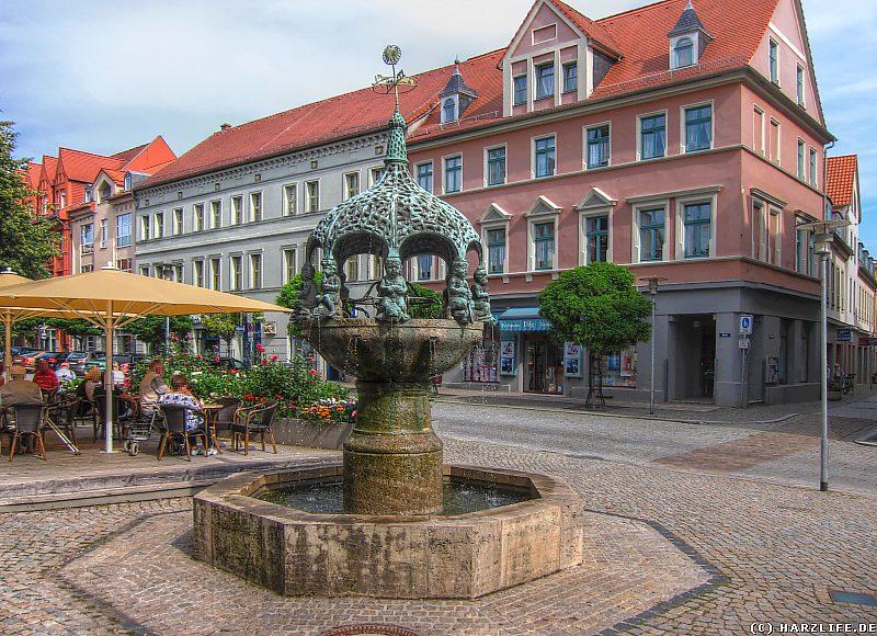 Der Hennebrunnen auf dem Marktplatz von Aschersleben