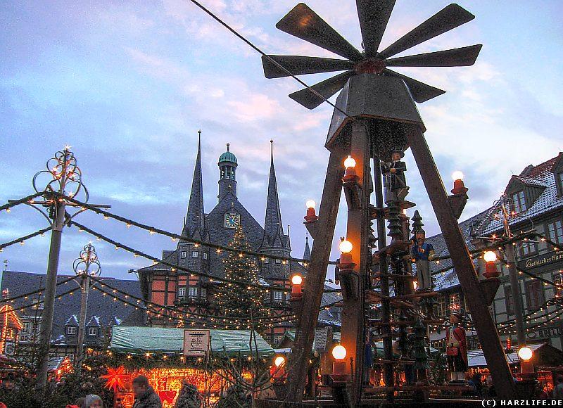 Wernigerode Weihnachtsmarkt.Bilder Aus Wernigerode Der Weihnachtsmarkt Vor Dem Rathaus