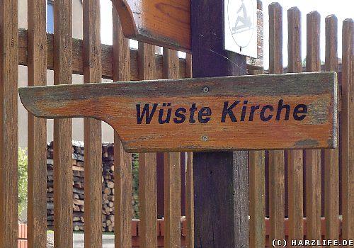 Hinweisschild zur wüsten Kirche von Lichtenhagen
