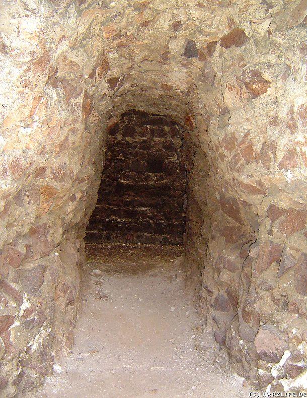 Blick in das Innere des Bergfrieds
