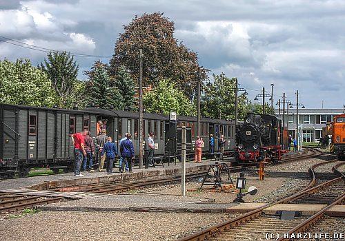 Auf dem Bahnhof Benndorf