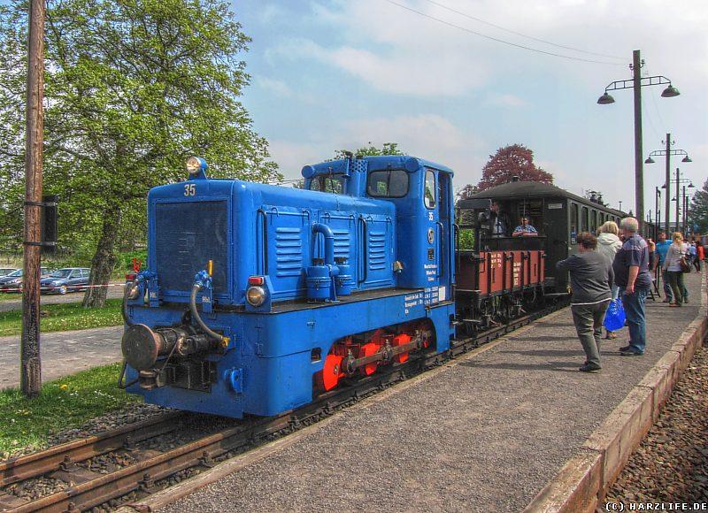 Diesellok Nr. 35 mit Personenzug