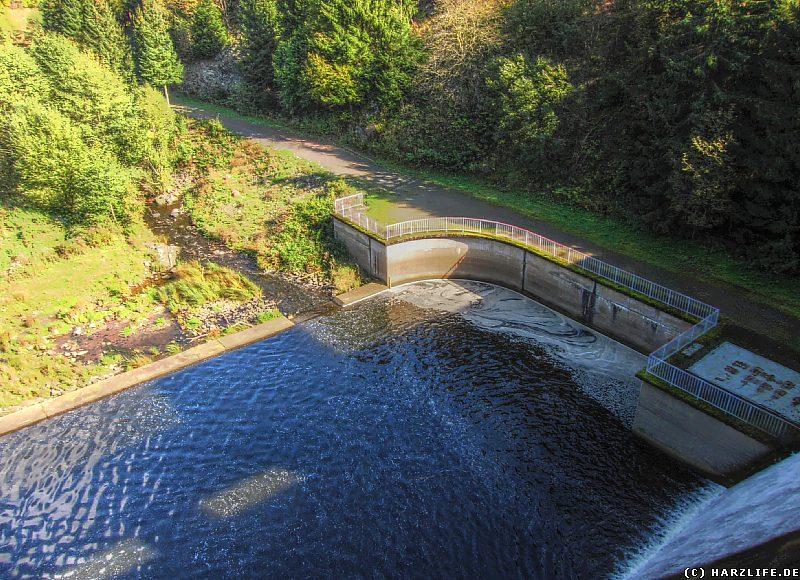 Rappbodevorsperre - Aussicht von der Staumauer auf das Ausgleichsbecken
